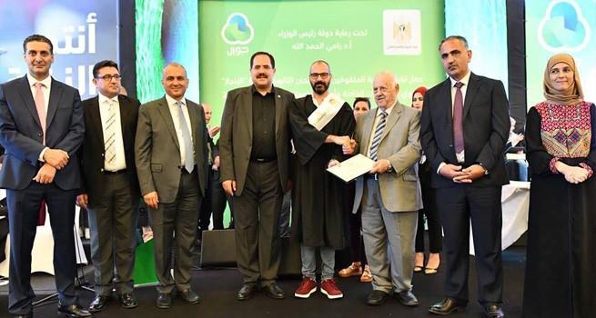 وزارة التربية والتعليم العالي وشركة جوال تكرمان الأول على دار الكلمة الجامعية الخريج فادي بتريس
